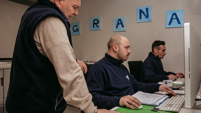 i grafici della lito cinquegrana a lavoro con franco