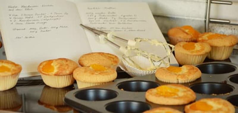 libro di ricette con muffin