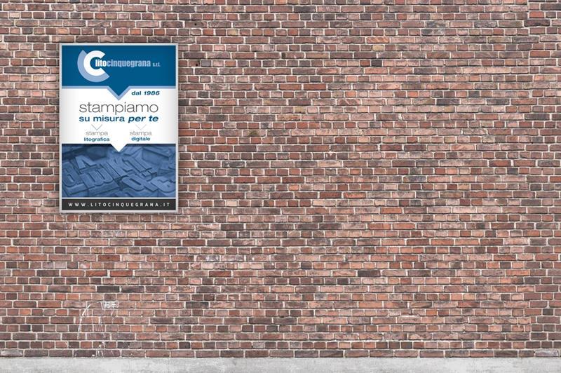 manifesto lito cinquegrana su muro di mattoni marroni