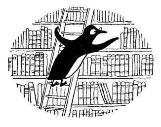 librarianpenguin pinguino in bianco e nero che cerca libri sugli scaffali