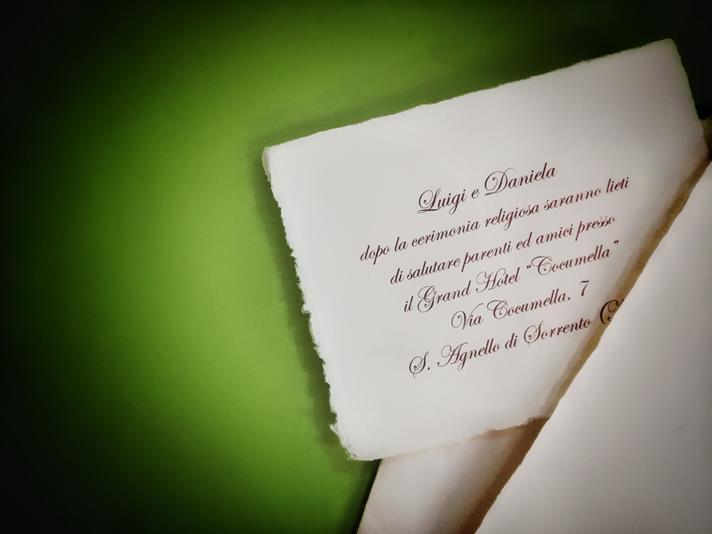 luigi e daniela sposi su carta d'amalfi bianca