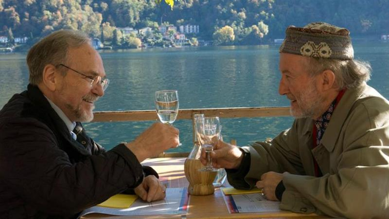 weiss e casiraghy mentre pranzano insieme sul lago